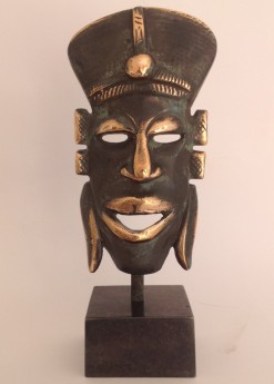 African mask in bronze